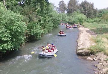 קייקים של רפטינג נהר הירדן בנהר הירדן